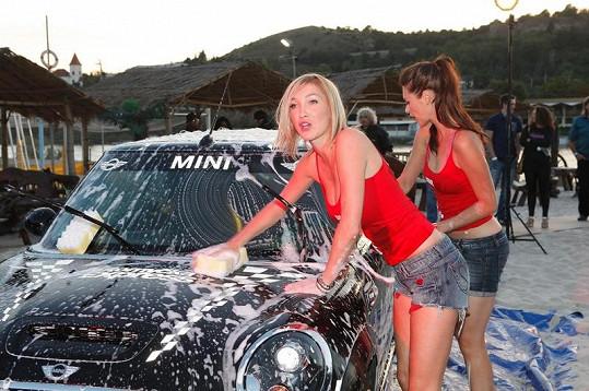 Dominika myla auto poprvé v životě, jinak jezdí do myčky.