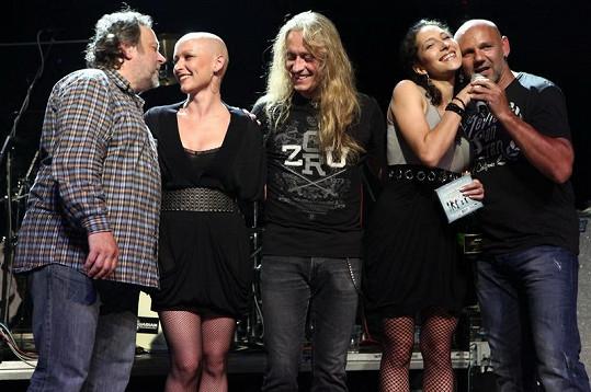 Karolína Ruppert během léčení vystoupila s kapelou BSP.
