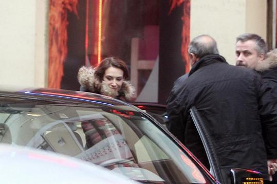 Claire Forlani kvůli pracovním povinnostem navštívila Prahu.