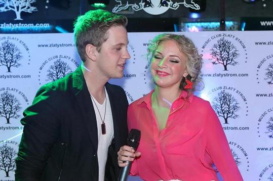 Zpěvačka si zazpívala duet s kolegou ze SuperStar Denisem Lachem.