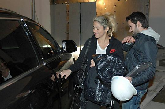 Těhotná Shakira vypadá velmi spokojeně.