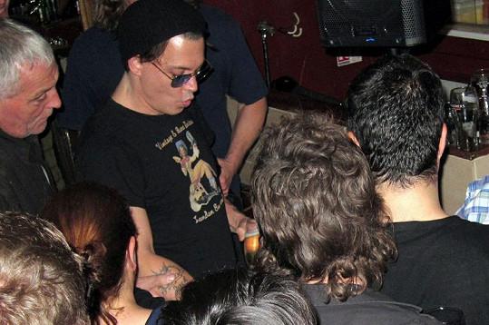 Johnny Depp se potácí v klubu Bar Solo.