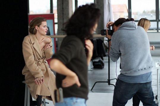 S Lindou jsme se setkali během focení české kampaně pro společnost zastřešující prestižní módní značky.