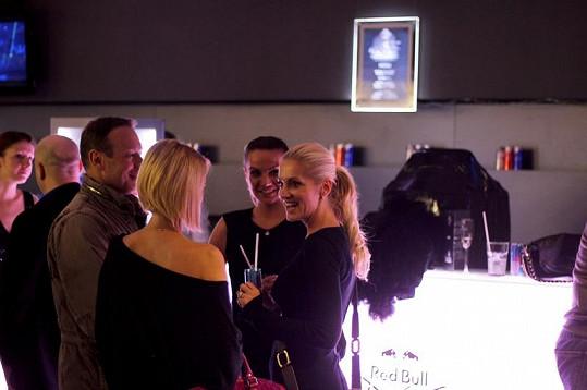 Rolins před představením v družném rozhovoru s dýdžejkou Luccou a Michalem Dvořákem.