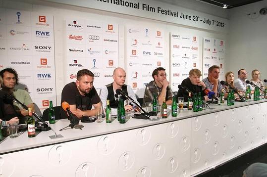 Jana (vpravo) na tiskové konfereci ke snímku Polski film.