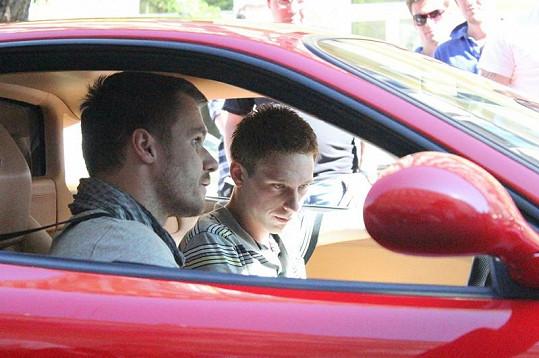 Leoš Mareš se jen těžko loučil se svým vozem. Ondřej Pacholík zase přemýšlel, jak bude Ferrari dotovat.