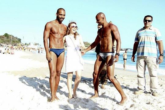 Kylie Minogue na pláži v Riu.