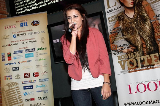 Monika Povýšilová zpívá pro Petra Ševčíka.
