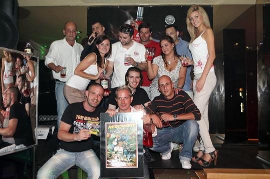 Martin Kocián s týmem, který se podílel na videoklipu Pravda.