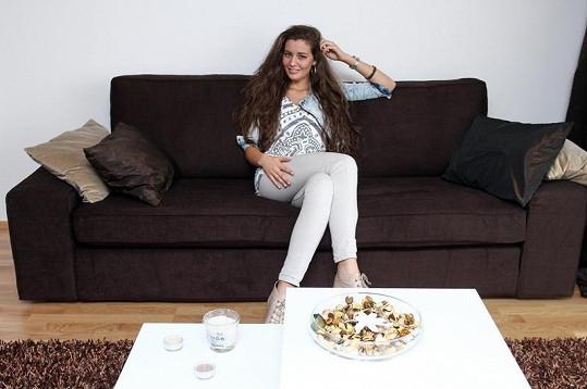 Tereza Chlebovská v prostorném obýváku.
