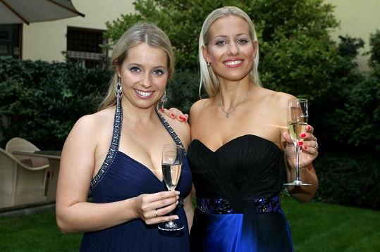 Obě sestry se věnují opernímu zpěvu.