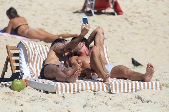 Marc Jacobs a jeho přítel Harry se fotili u polibku.