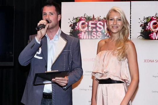 Jitka Nováčková s moderátorem Petrem Vágnerem na akci České Miss.