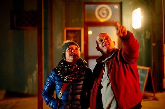 Kateřina jako Lucka v romantické scéně s hlavním hrdinou Vandamem, jehož tvárnil Hynek Čermák.