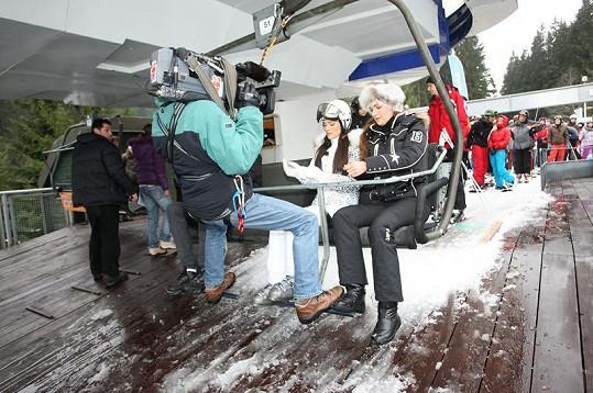 Mahulena Bočanová a Andrea Verešová při natáčení.