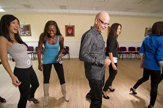 Dívky učil Martin Pošta tančit na svou píseň.