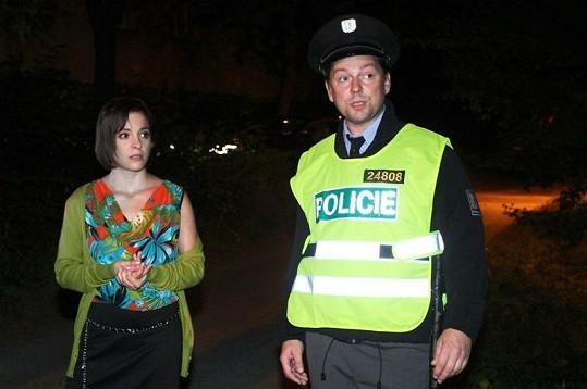 Kristýna Janáčková s policistou.