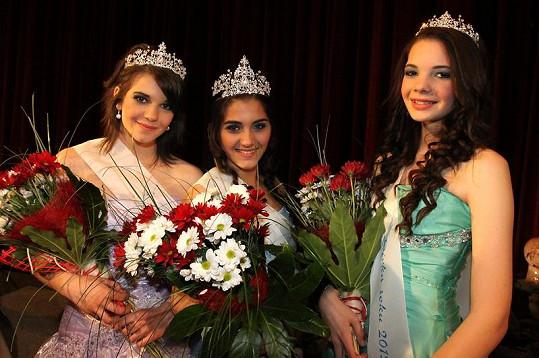 Dívky na prvních třech pozicích soutěže Dívka roku.
