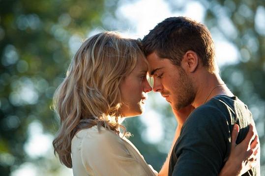Zac se svou filmovou partnerkou Taylor Schilling, která ztvárnila Beth Green.