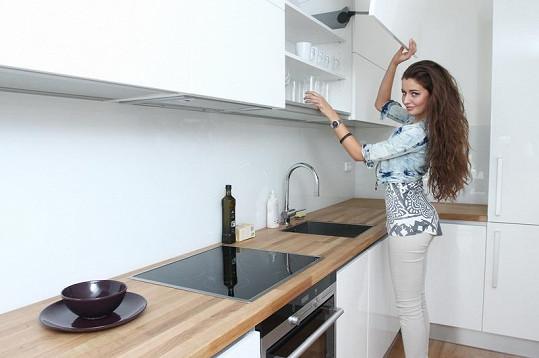 Tereza Chlebovská v nové kuchyni.