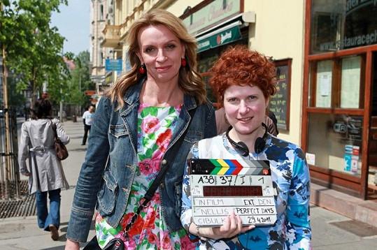 Alice Nellis s Ivanou Chýlkovou na první klapce nového filmu Perfect days.