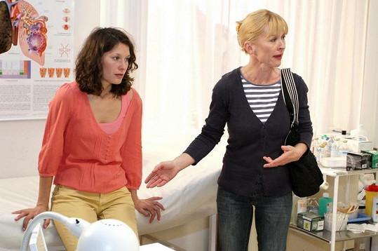 Bára se svou seriálovou matkou Danou Batulkovou.