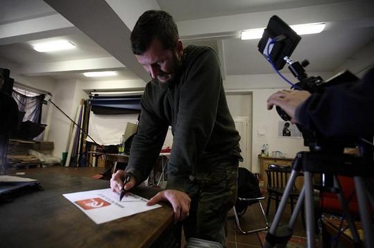 K protestu se připojil podpisem Vašek Bláha z kapely Divokej Bill.