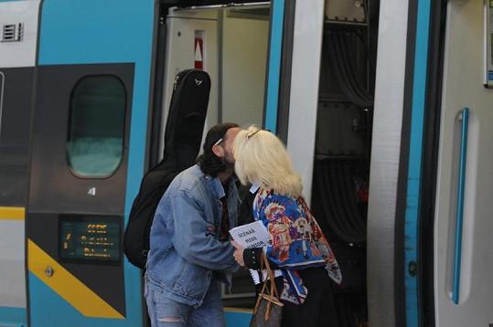 Ruda a Kateřina se nějakou chvíli vítali.