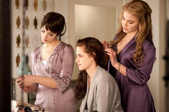 Nikki Reed (vpravo) zazářila v Twilight sáze.