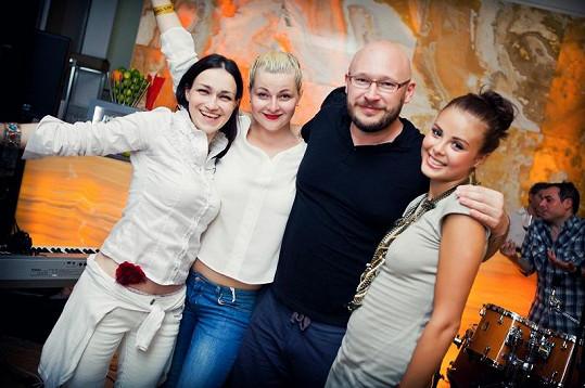 Monika Bagárová s týmem, který se o ni stará.