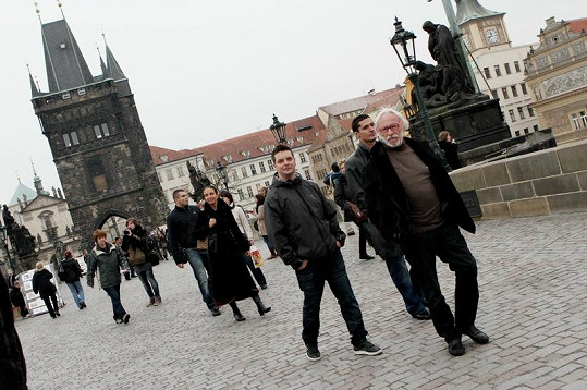 Na procházce po Karlově mostě.