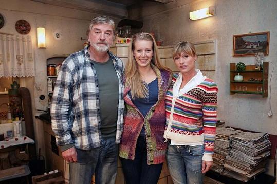 Vladimír Kratina se svými hereckými kolegyněmi Annou Kulovanou a Markétou Tanner.