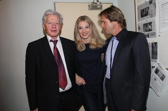Za Sabinou dorazil tatínek a partner Karel.