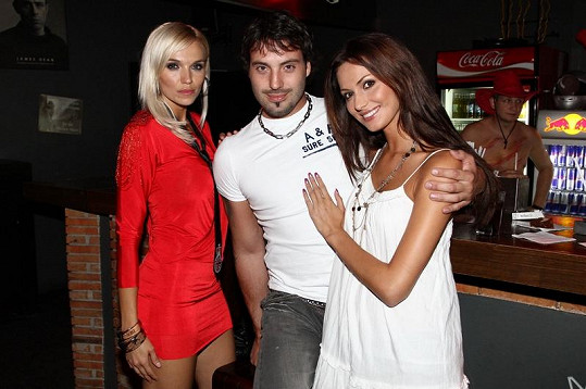 Hanka Mašlíková a Eliška Bučková se svým Noidem.