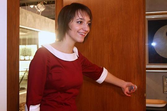 Petra Horváthová s krátkými vlasy v Zázracích života.