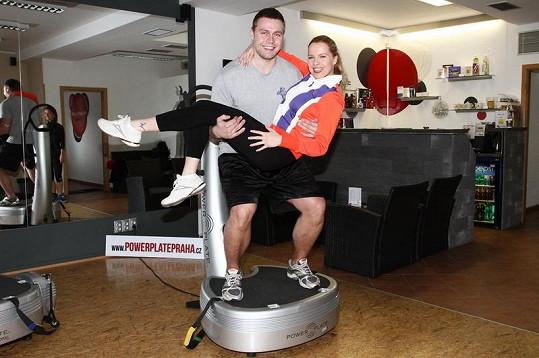 Kateřina Kristelová a Martin Tůma ve fitness centru.