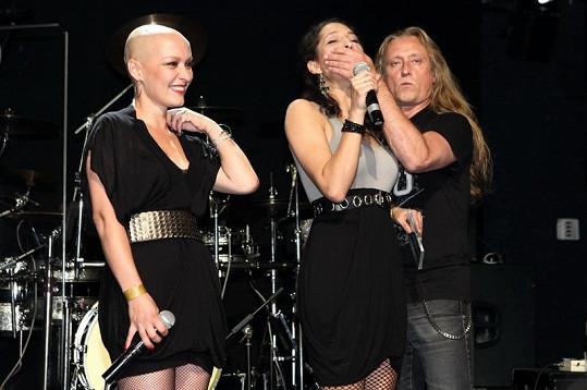 Karolína Ruppert s Kamilem Střihavkou a kolegyní Terezou Hálovou.