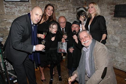 Diář 2012 pokřtila Mahulena Bočanová s dcerou Márinkou a režiséři Zdeněk Zelenka a Václav Vorlíček. Akci moderovala Kateřina Kristelová.