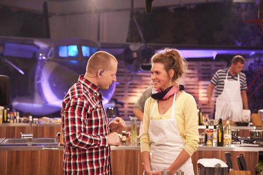 Diváci budou mít možnost poznat, jak ozvláštnit a zpestřit zaběhnutou českou kuchyni a mnohdy stereotypní domácí recepty.