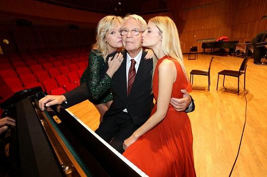 Linda je vnučkou známého českého hudebního skladatele, klavíristy a pedagoga Vadima Petrova, v Čechách má početnou rodinu, a tak je možné, že se svatba uskuteční právě tady.