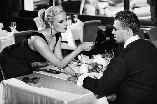 Kateřina Kristelová s manželem Martinem Tůmou fotili v hotelu Paříž.