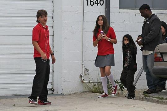 Paris, Prince a Prince Jr. vychází ze školy.
