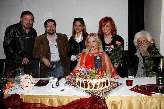Petr Kolář, Jan Saavedra, Yvetta Blanarovičová, Ivana Regina, Marcela Holanová a Petr Hapka.