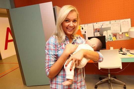Markéta si půjčila miminko.