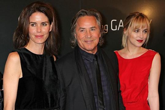 Don Johnson s dcerou Dakotou a manželkou Kelley Phleger na premiéře filmu Nespoutaný Django.