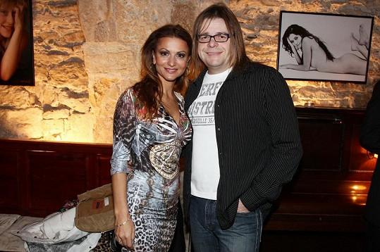 Yvetta Blanarovičová a Bohouš Josef na křtu Diáře Jakuba Ludvíka pro rok 2012. (v pozadí nahá Petra Faltýnová)