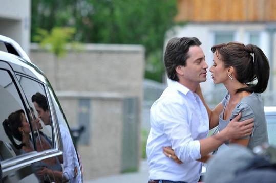Šaša Rašilov a Kateřina Brožová ztvárnili manželský pár.