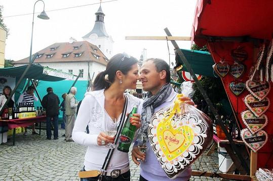 Jana Doleželová se svým snoubencem.