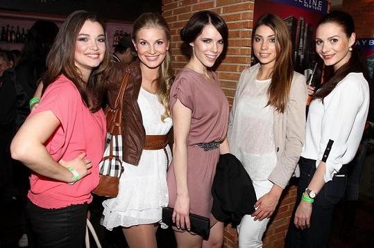 Tereza Zimová s kolegyněmi z modelingu.