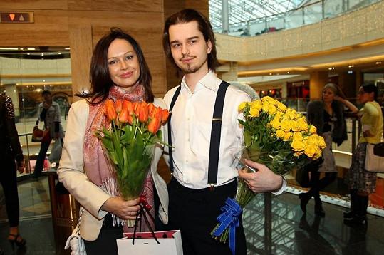 Irina Bezrukova se synem Andrejem Livanovem na letošním snímku.